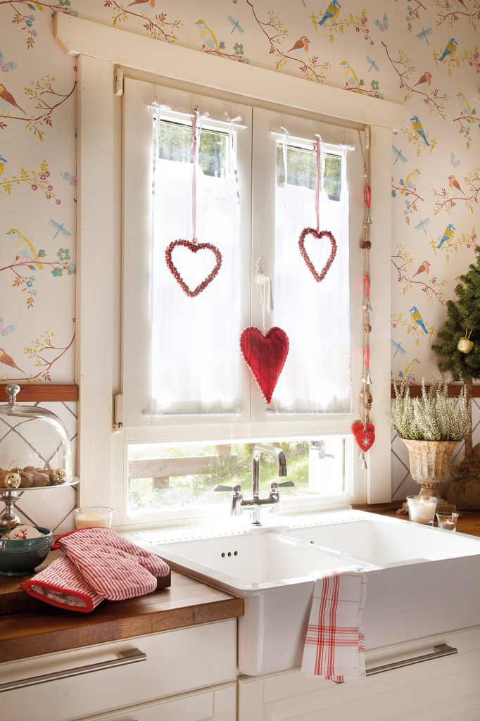 00374293 ca4e0dce 1333x2000 682x1024 - Ideas to decorate your windows at Christmas