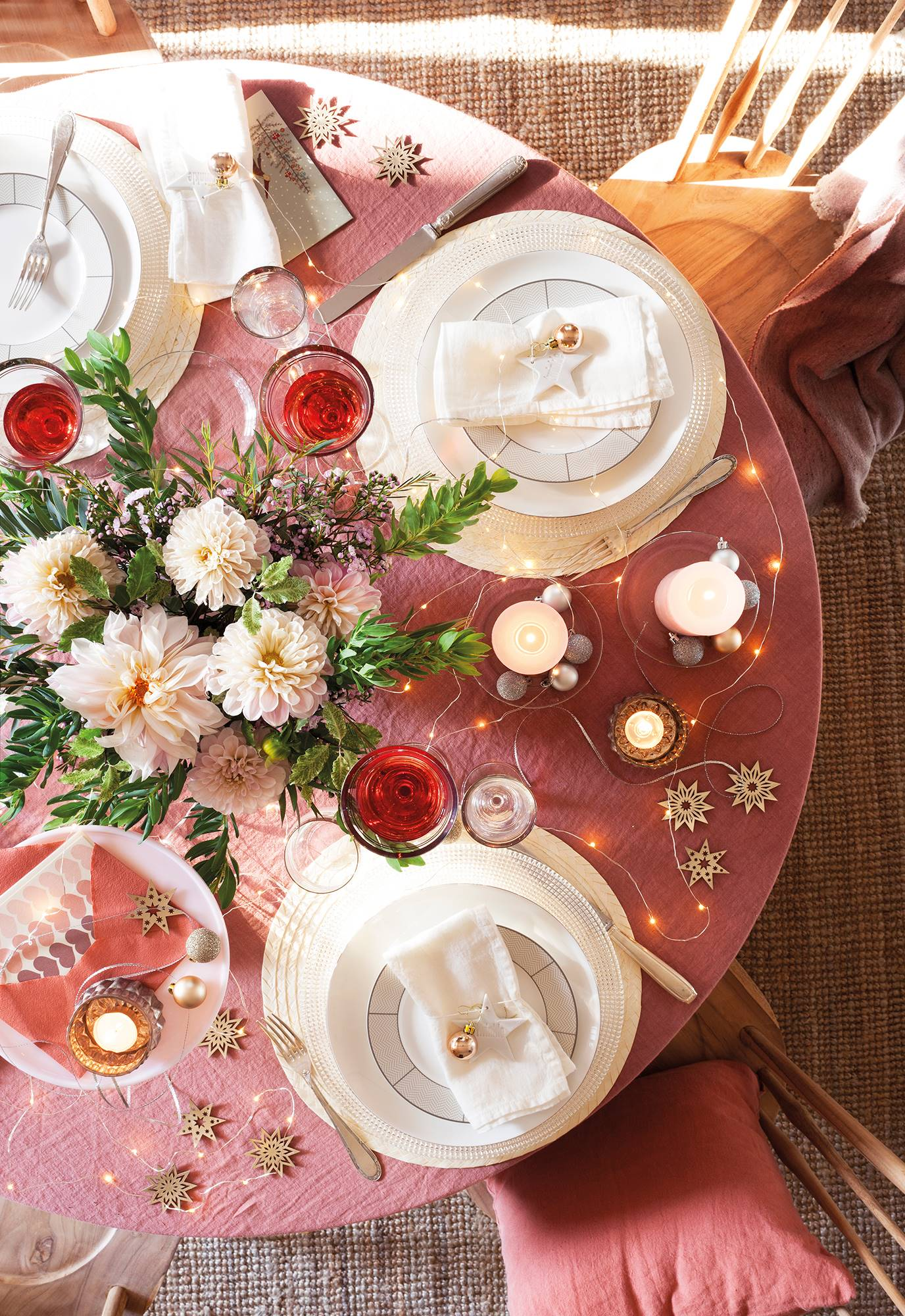 00470960 6094d864 1376x2000 - Tips to decorate the table at Christmas