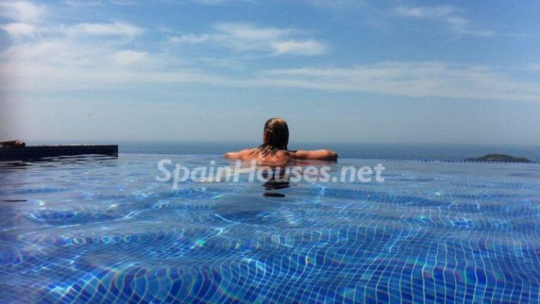 1 2 e1501505358123 - Cool off in these 27 swimming pools, perfect to cope with the Spanish heat!
