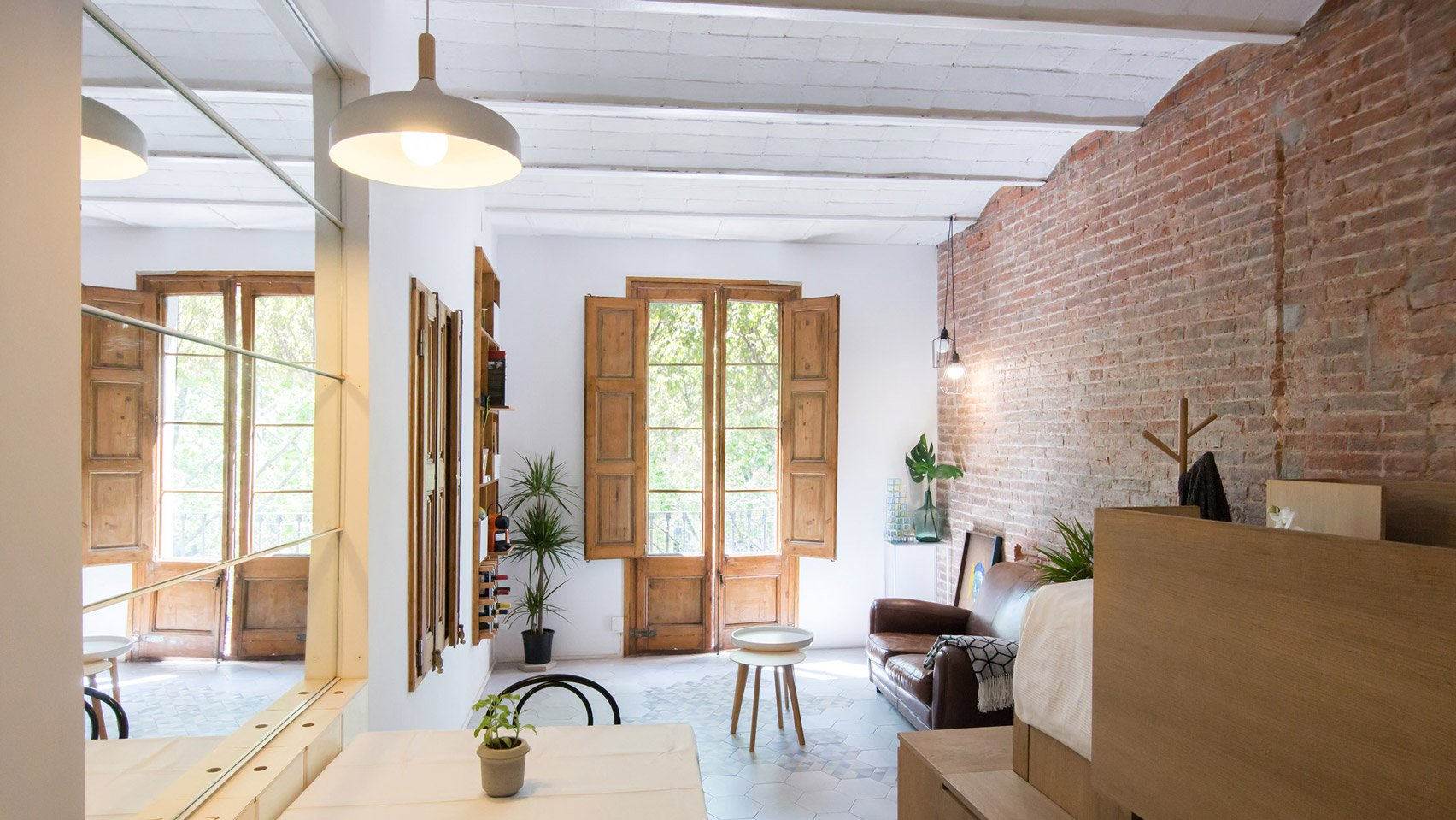 1. A 25 square metre apartment in Barcelona by Naimi Architecture - A 25-square-metre apartment in Barcelona by Naimi Architecture