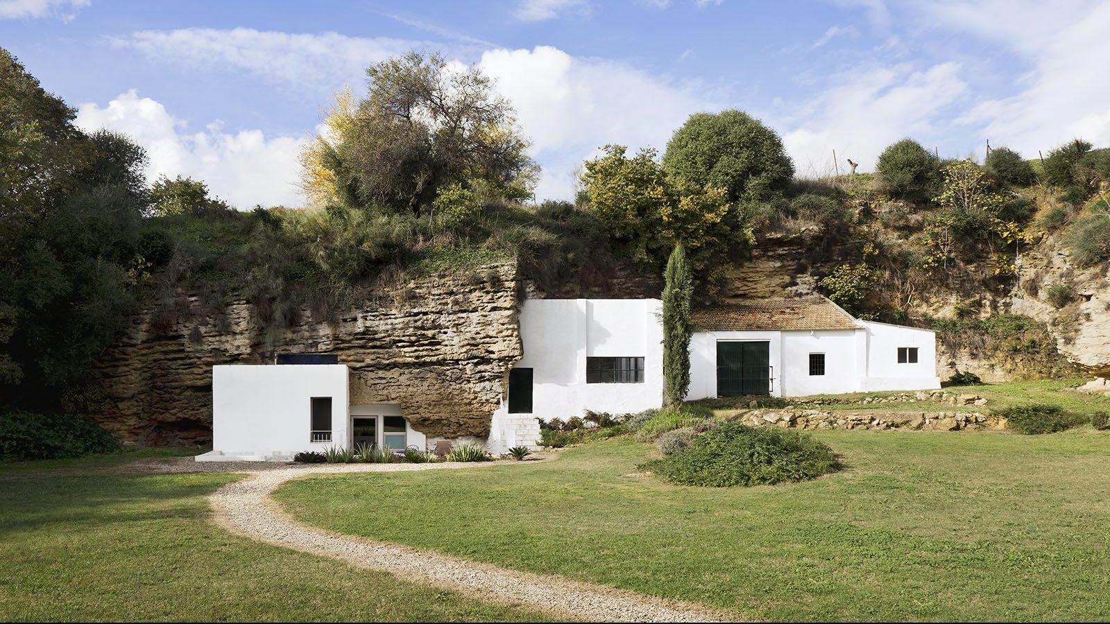 1. Cave House in Villarrubia Córdoba e1494409517737 - Casa Tierra: a Cave House in Córdoba by UMMO Estudio
