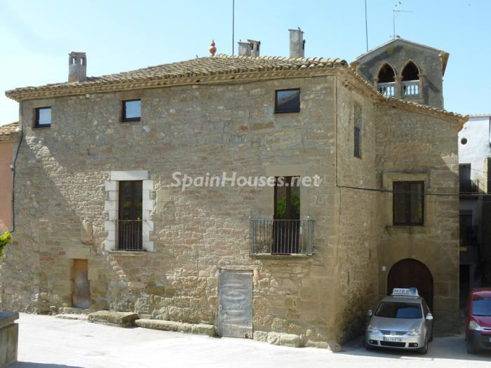 1. Detached house for sale in Cervera Lleida - For Sale: Beautiful Detached House in Cervera, Lleida