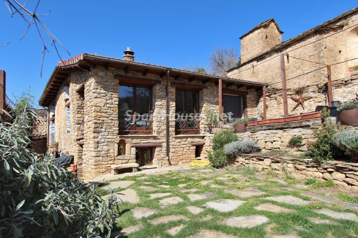 1. Detached house for sale in Huesca - For Sale: Country House in Torre la Ribera, Huesca, the Pyrenees