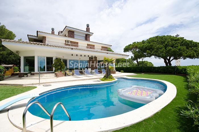 1. Detached house for sale in Torredembarra Tarragona - For Sale: Super Beach House in Torredembarra, Tarragona