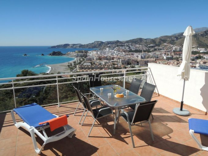 1. Holiday rental terraced house in Almuñécar Granada e1464596081468 - 5 Fantastic Holiday Lets in Granada Coast and for Every Budget!