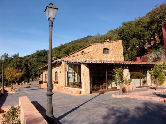 1. House for sale in Aracena Huelva - For Sale: Country House with Gorgeous Mountain Views in Aracena, Huelva