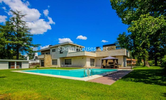1. House for sale in Madrid