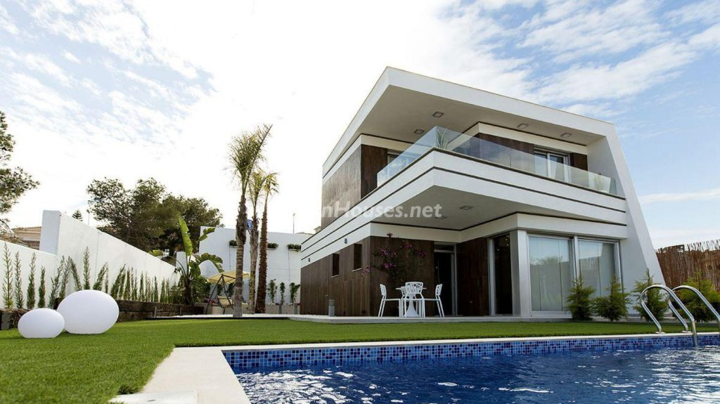 1. House for sale in Orihuela e1487337322474 1024x575 - Modern and stylish home for sale in Orihuela, Alicante