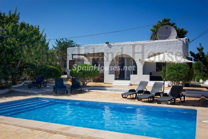 1. House for sale in Santa Eulalia del Río Balearic Islands - On the Market: Detached House in Santa Eulalia del Río, Balearic Islands