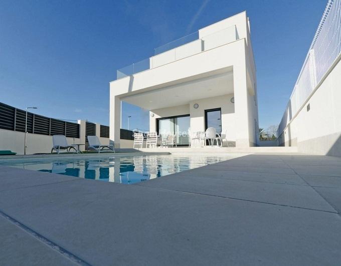 1. House for sale in Santa Pola (Alicante)