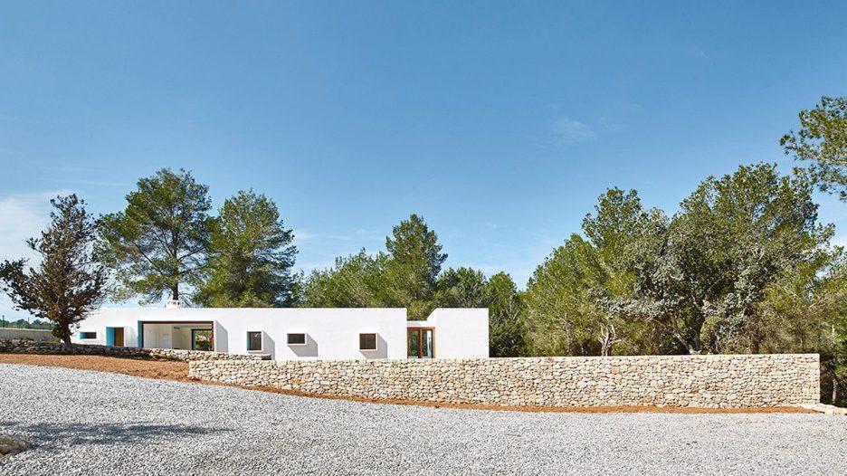 1. House in Ibiza Ca na Maria e1493206512848 - Ca na Maria: a dreamy white house in Ibiza