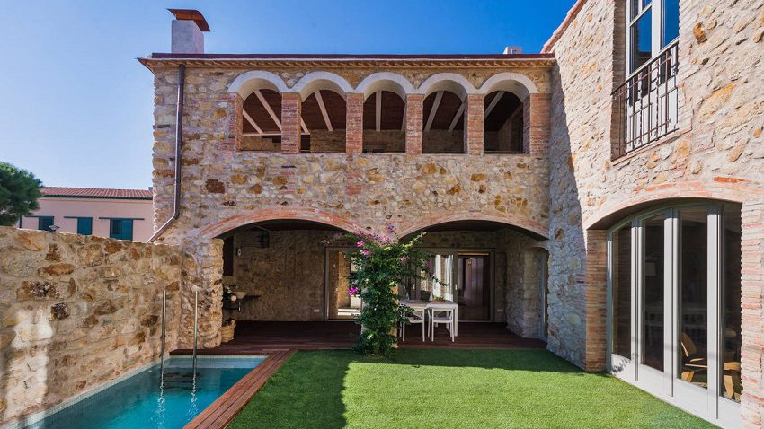 1. House restoration in Girona e1488363781105 - Stunning country house renovation by architect Gloria Duran