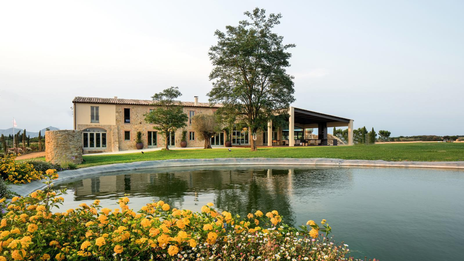 1. Luxury villa for sale in Girona e1502278788829 - This Girona residence is absolutely gorgeous!