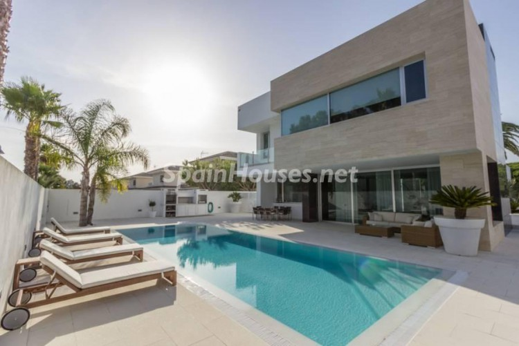 1. Modern style house for sale in Chiclana de la Frontera (Cádiz)