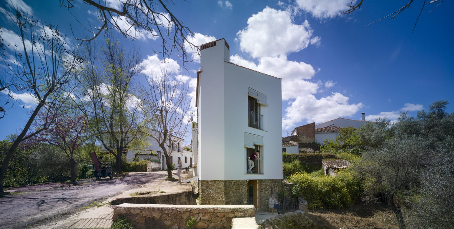 1. Proa House in Cortelazor Huelva e1497279669500 - Proa House: an old fold converted to a home by GÓmez & GOrshkova in Cortelazor, Huelva
