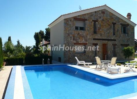 1. Villa for sale in Dénia