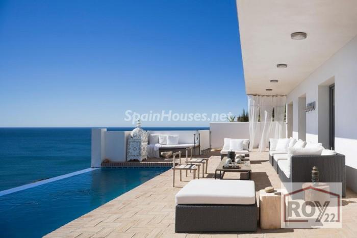 1. Villa for sale in Manilva Málaga - Detached villa for sale in Manilva, Málaga, charms with its stunning views