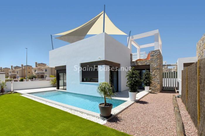 1. Villa for sale in Orihuela Costa Alicante e1458292830675 - For Sale: Brand New Villa in Orihuela Costa (Alicante)