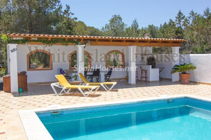 1-villa-for-sale-in-santa-eulalia-del-rio-ibiza