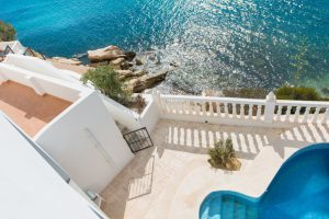 Imagine living in this house with direct access to the beach on the Costa Blanca
