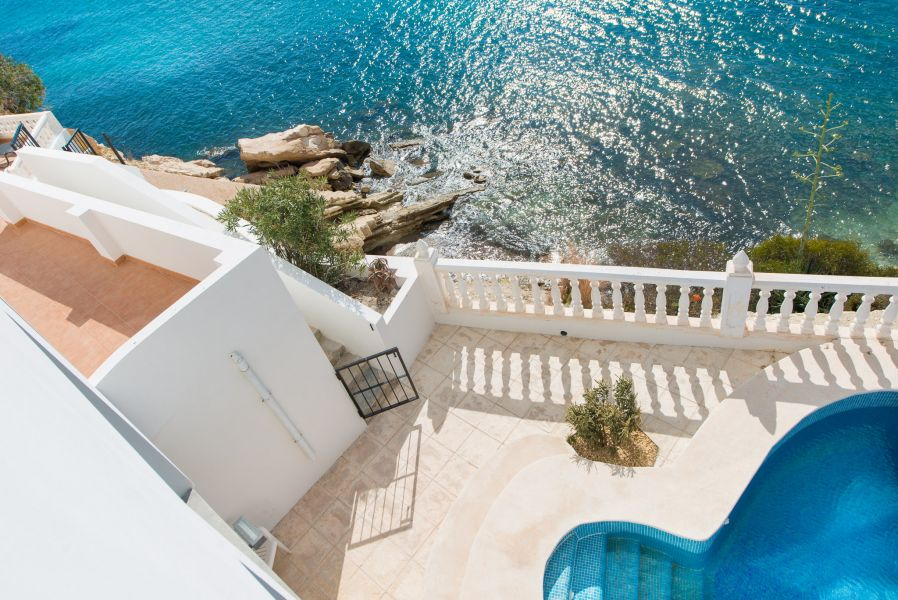 10 1 1 - Imagine living in this house with direct access to the beach on the Costa Blanca