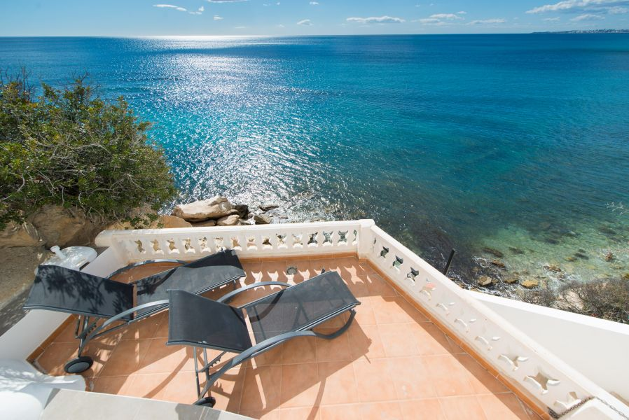 10 14 - Imagine living in this house with direct access to the beach on the Costa Blanca