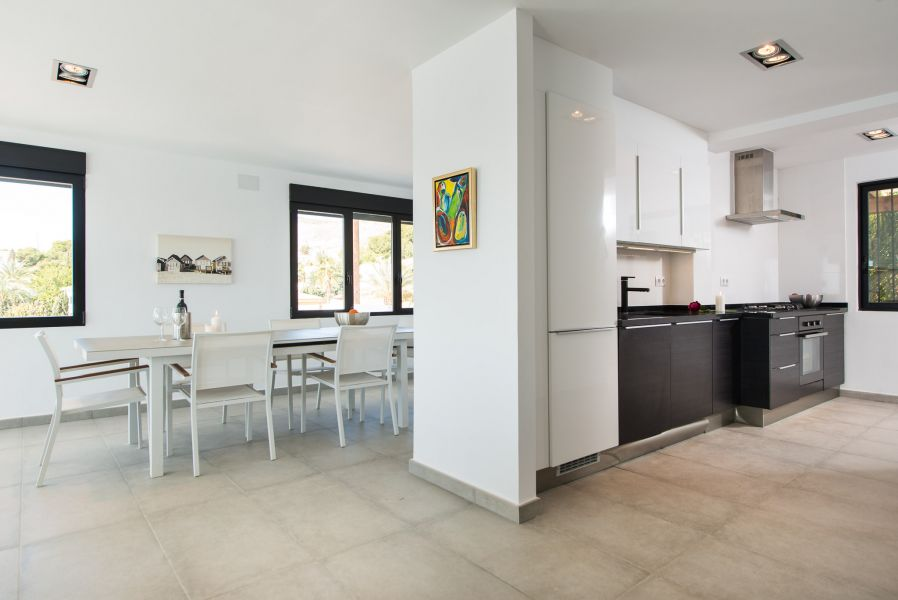 10 19 - Imagine living in this house with direct access to the beach on the Costa Blanca
