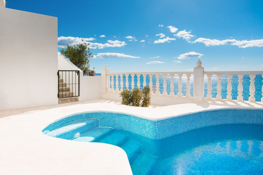 10 3 - Imagine living in this house with direct access to the beach on the Costa Blanca
