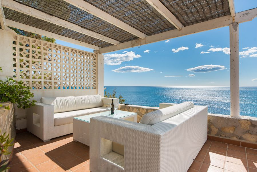 10 6 - Imagine living in this house with direct access to the beach on the Costa Blanca