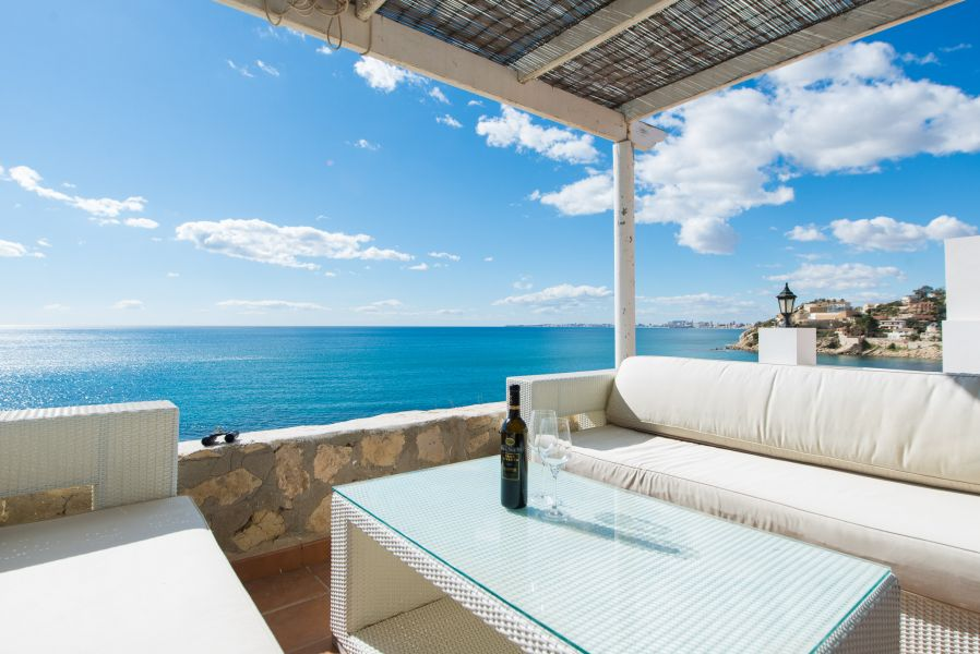10 8 - Imagine living in this house with direct access to the beach on the Costa Blanca