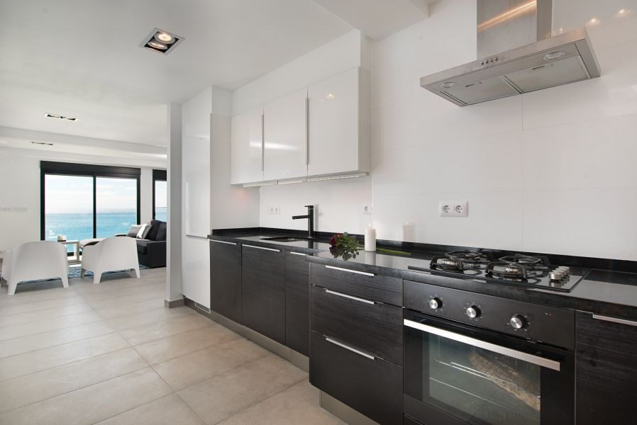 10 9 - Imagine living in this house with direct access to the beach on the Costa Blanca