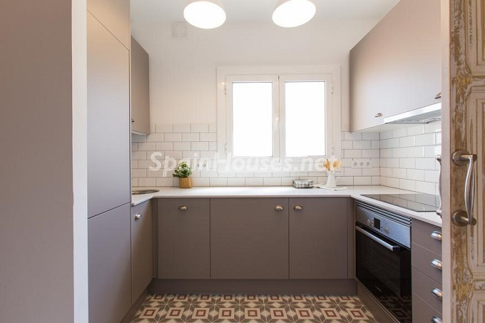 10. Apartment for sale in Barcelona - For Sale:  Renovated Apartment in Barcelona