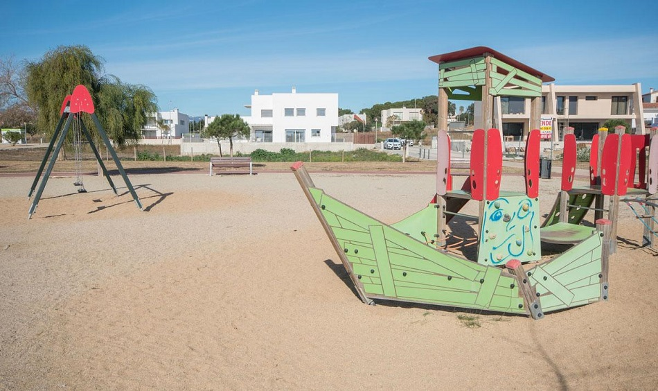 10. Beach house in Cambrils Tarragona 1 - For Sale: Beach House in Cambrils, Tarragona