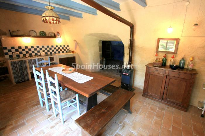 10. Estate for sale in Vilamacolum (Girona)