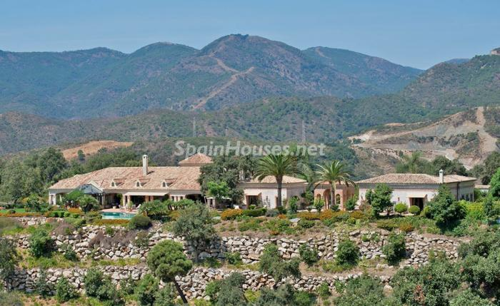 10. House for sale in Benahavís Málaga - For sale: Impressive villa in Benahavís (Málaga), don't miss the pictures!