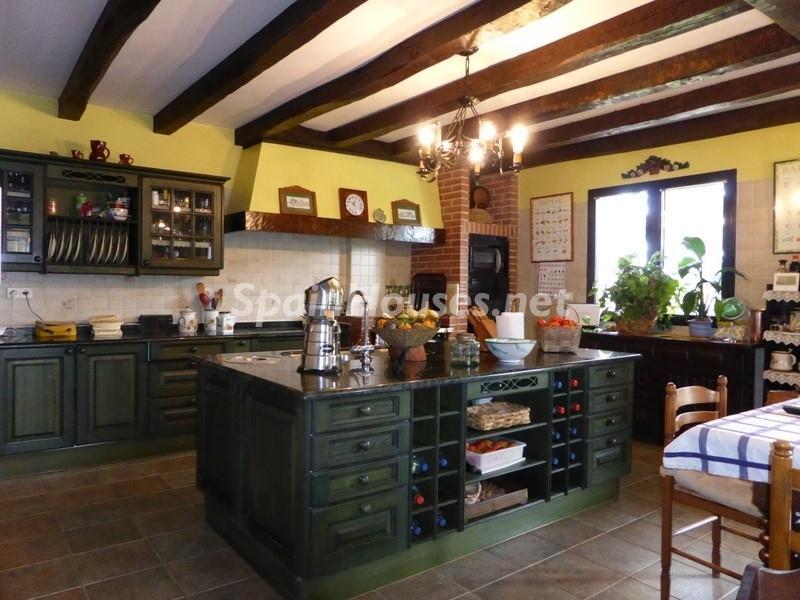 10. House for sale in Hondarribia Guipúzcoa - Charming Country House in Hondarribia, Guipúzcoa
