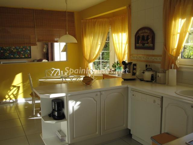 10. House for sale in Madrid - Classic Style Chalet for Sale in Boadilla del Monte, Madrid