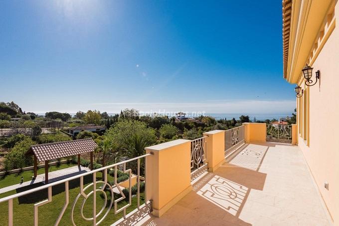 10. Villa for sale in Marbella - For Sale: Outstanding Villa in Marbella, Málaga