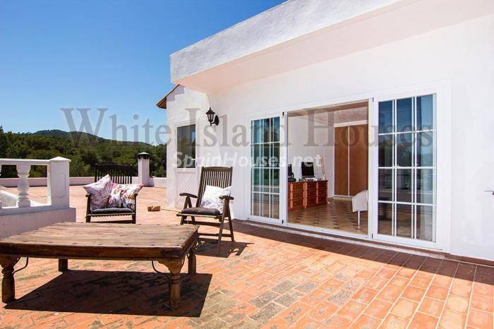 10-villa-for-sale-in-santa-eulalia-del-rio-ibiza