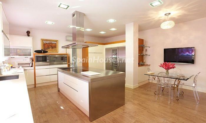 1014301 4343018 17 - House of the week: Amazing Villa for Rent in Madrid