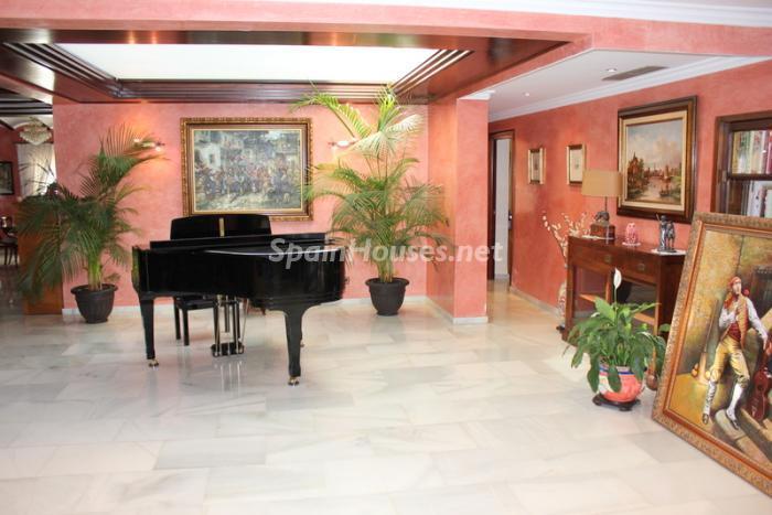 1038 - Fantastic Villa For Sale in Torremolinos, Málaga
