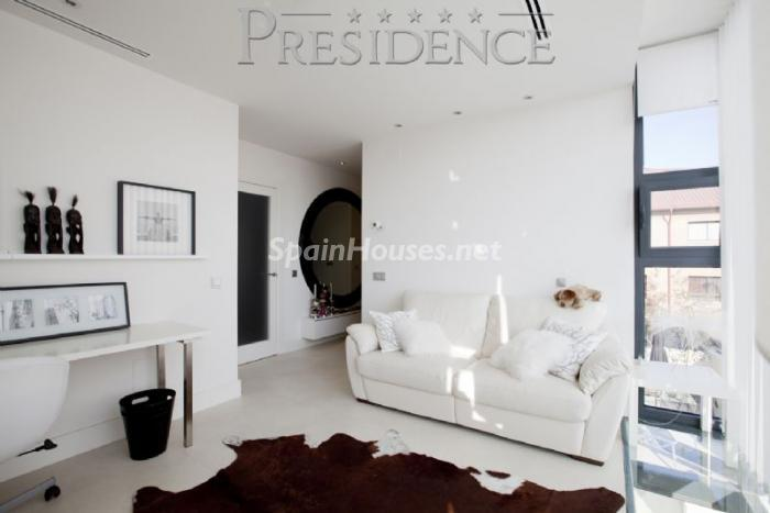 1061467 4343018 10 - Splendid villa for sale in Madrid according to Feng Shui principles