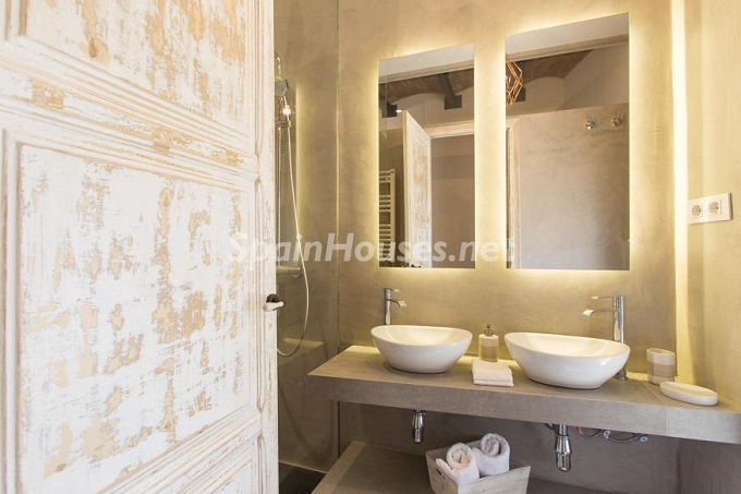 11. Apartment for sale in Barcelona - For Sale:  Renovated Apartment in Barcelona