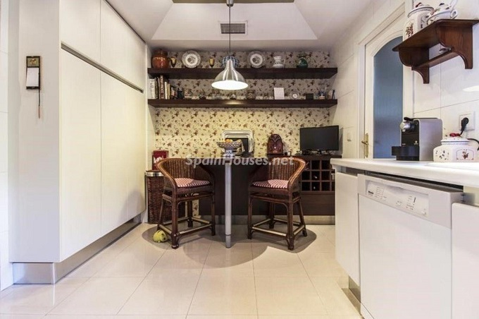 11. Apartment for sale in Madrid city - For Sale: Spacious 3 Bedroom Apartment in Madrid