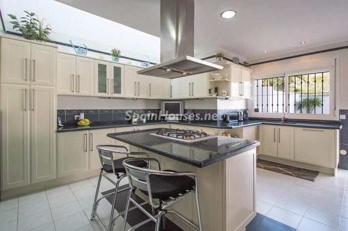 11. Detached villa for sale in Benalmádena Costa (Málaga)