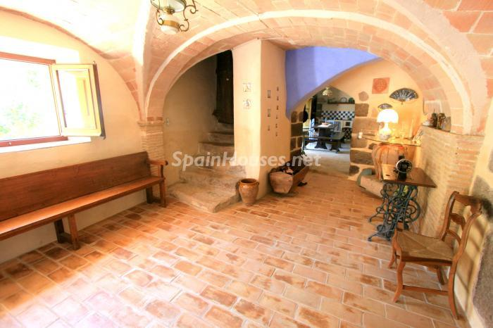 11. Estate for sale in Vilamacolum (Girona)