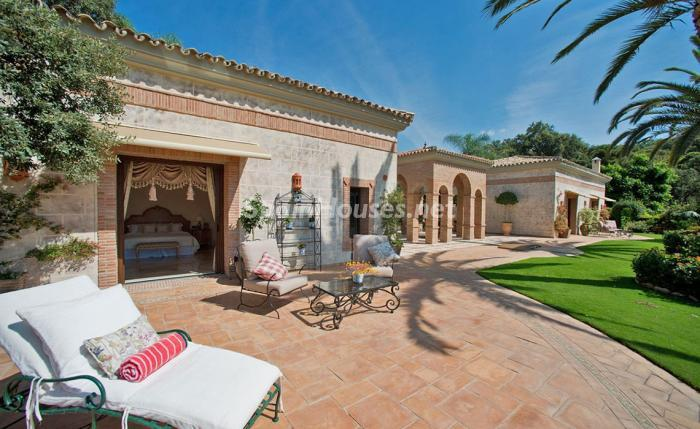 11. House for sale in Benahavís Málaga 1 - For sale: Impressive villa in Benahavís (Málaga), don't miss the pictures!