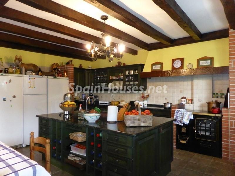 11. House for sale in Hondarribia Guipúzcoa - Charming Country House in Hondarribia, Guipúzcoa