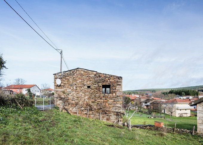 11. Stone wine cellar converted into home in Galicia - Stone wine cellar converted into a home by Cubus Arquitectura
