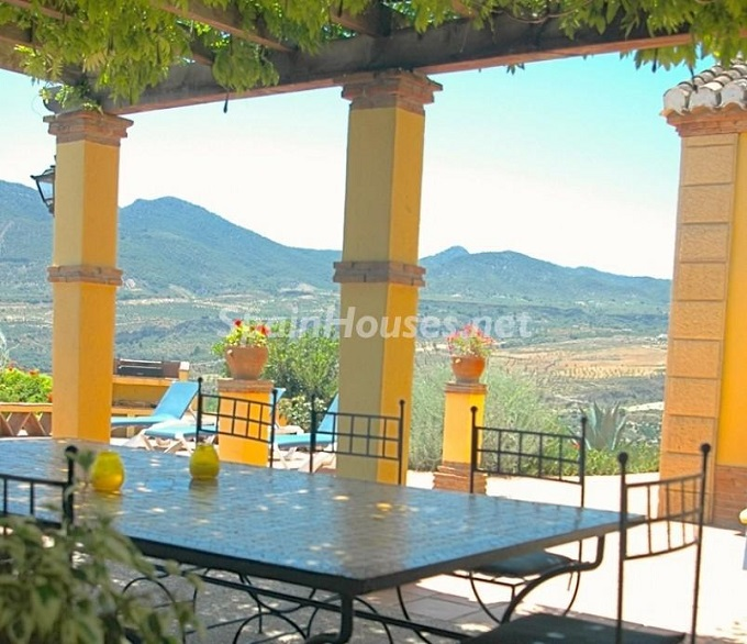 11. Villa for sale in Lecrín (Granada)